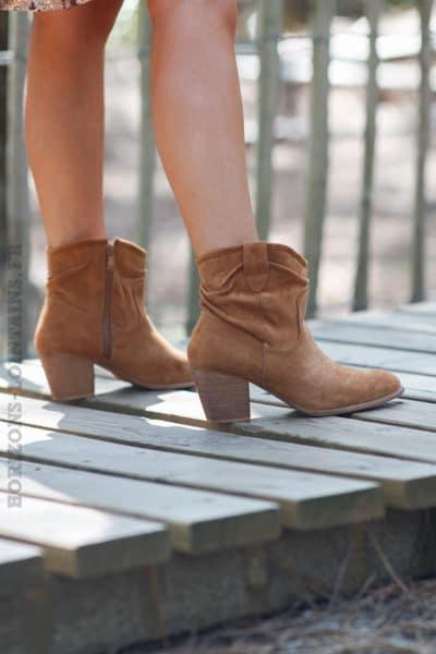 Bottines-camel-suédine-bottes femme look bohème