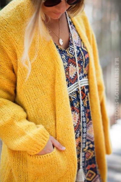 Gilet-moutarde-col-enveloppant-avec-poches-c21