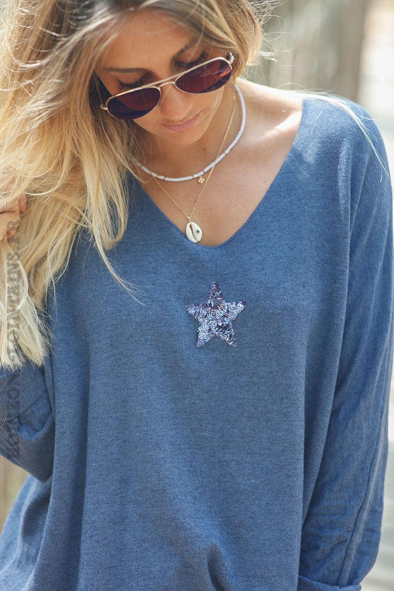 Pull-bleu-jean-col-v-petite-étoile-sequins-c176