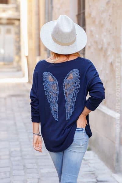Pull-bleu-marine-doux-ailes-ajourées-dans-le-dos-c185-5