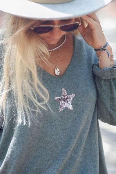 Pull-kaki-col-v-petite-étoile-sequins--c176