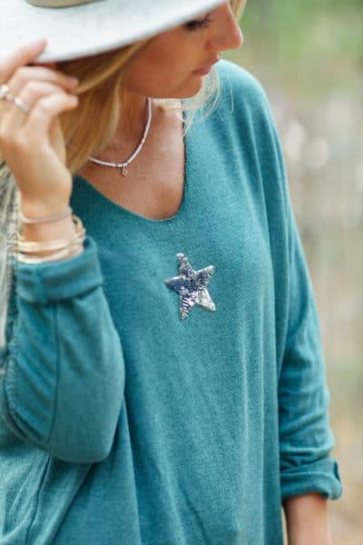 Pull-vert-céladon-col-v-petite-étoile-sequins-c176