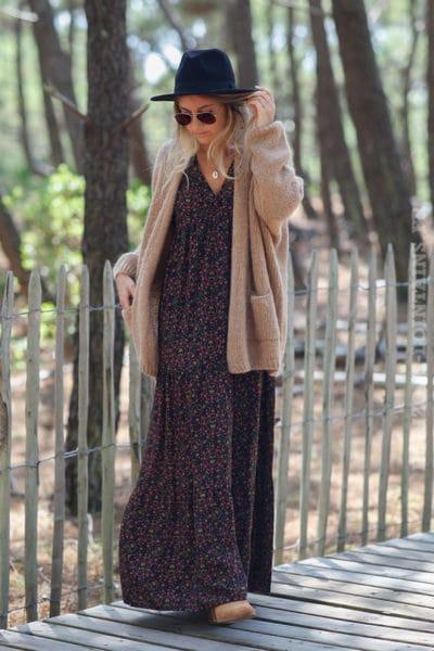 Robe-longue-noire-manches-longues-imprimé-coloré-avec-petites-tetes-de-mort--c144-7
