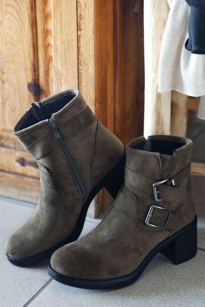 Boots kaki avec deux boucles look bohème rock