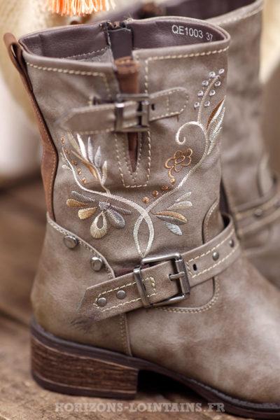 bottes-femme-boots-broderie-boucles-taupe-talon-usé-détail-fermeture-éclair-C030