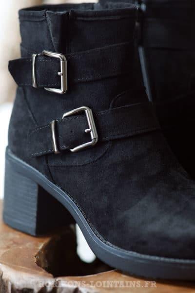bottines-noires-peau-suédine-boucles-bottes-femme-C034