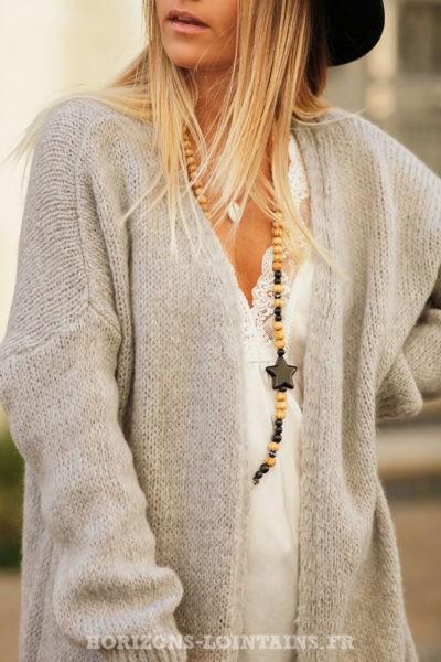 Gilet-long-gris-clair-mailles-esprit-bohème-look-hippie-vêtement-femme