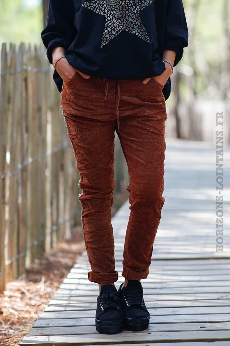 Pantalon-stretch-acajou-en-velours-avec-bande-brillante-c035