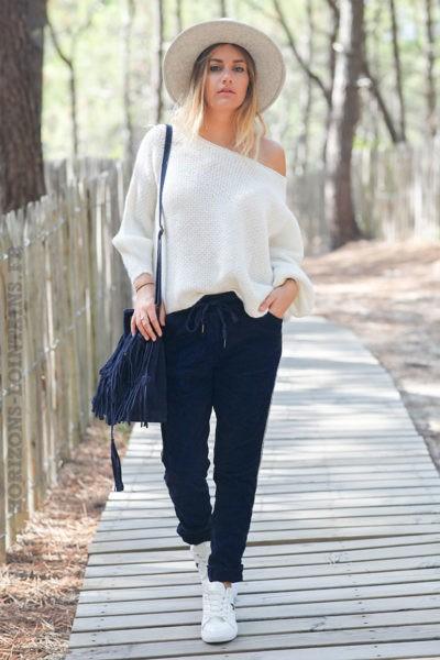 Pantalon-stretch-bleu-marine-en-velours-avec-bande-brillante-c035