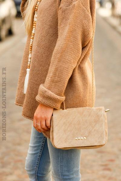 Petit-sac-en-cuir-velours-beige-anse-chainette-c21