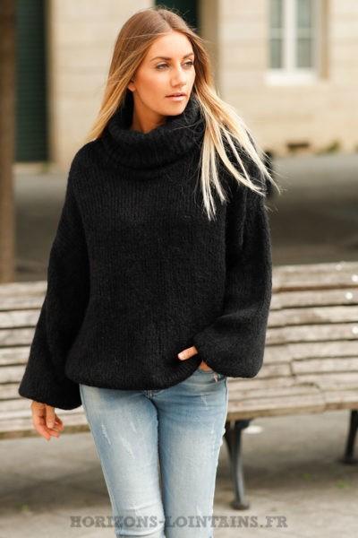 Pull-noir-mailles-col-roulé-évasé-look-urbain