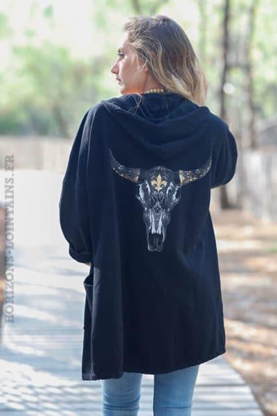Veste-sweat-noir-zip-et-capuche-tête-de-buffle-dans-le-dos-c025