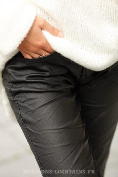 pantalon-femme-matière-simili-cuir-noir-look-moderne-C036