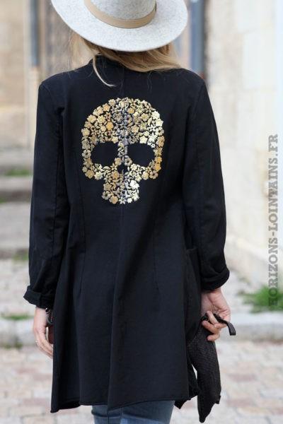 Blazer-long-noir-avec-tête-mort-dorée-veste-noire-femme-look-bohème-esprit-hippie-C213