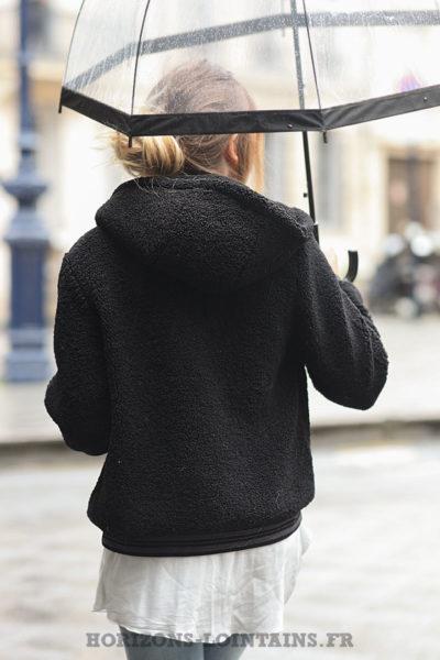 Bomber-noir-capuche-moelleux-manteau-femme-confortable-C209-01