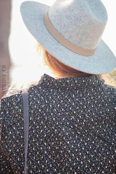Chemise-noire-avec-imprimé-kaki-et-doré-c235