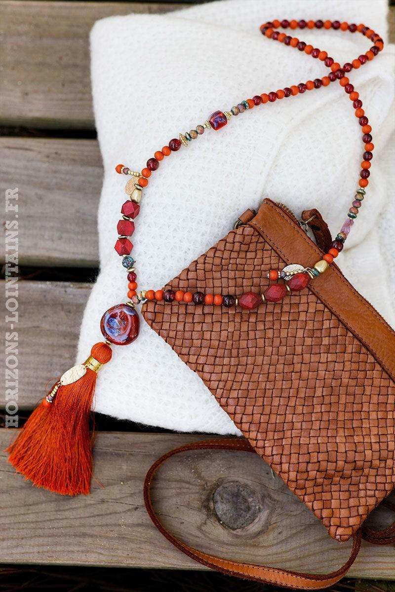 Collier perles de verre médaillon en pierre, pompon terracotta