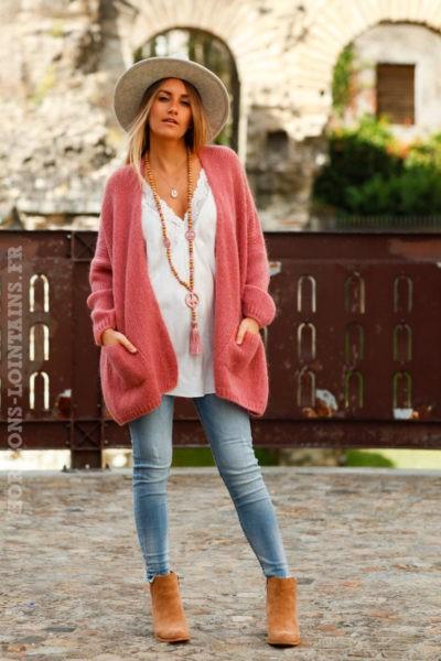 Gilet-femme-bois-rose-col-enveloppant-poches-look-hippie-esprit-bohème-mailles