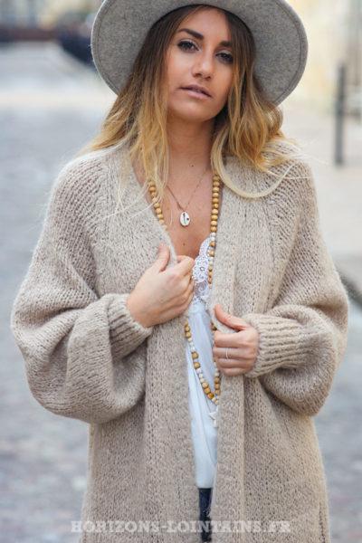 Gilet-long-beige-manches-raglan-resserrées-avec-poches-style-bohème-esprit-hippie-C030