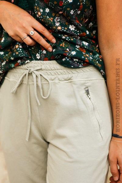 Jogging-grège-gris-clair-beige-ceinture-élastique-poches-zip-pantalon-femme-détail