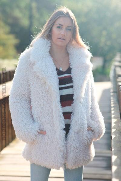 Manteau-beige-effet-fourrure-poilue-c210