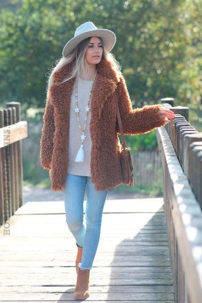 Manteau-camel-effet-fourrure-poilue-c210