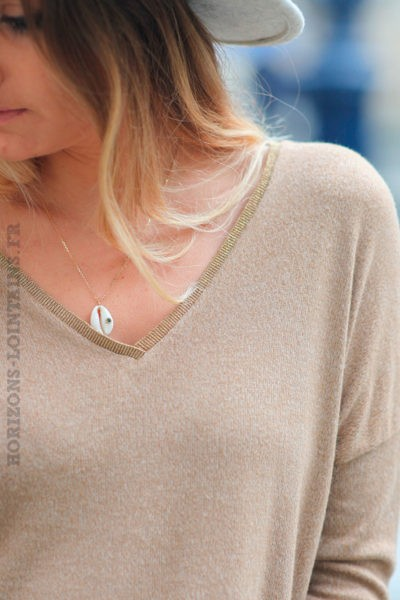 Pull-doux-camel-chiné-col-v-brillant-c224