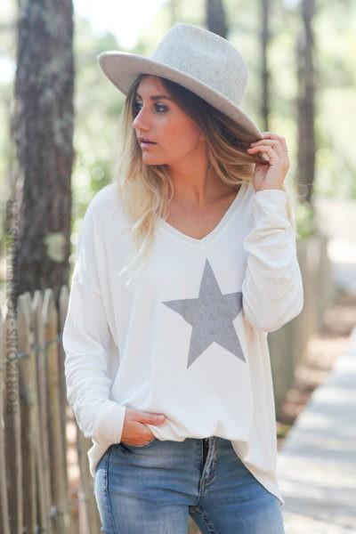 Pull-fin-blanc-cassé-avec-étoile-argenté-c217