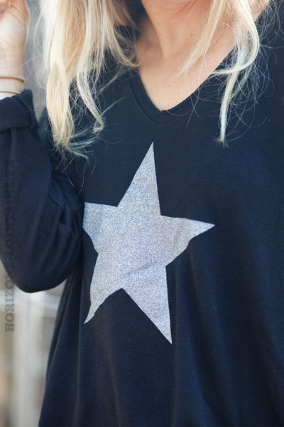 Pull-fin-noir-avec-étoile-argenté-c217