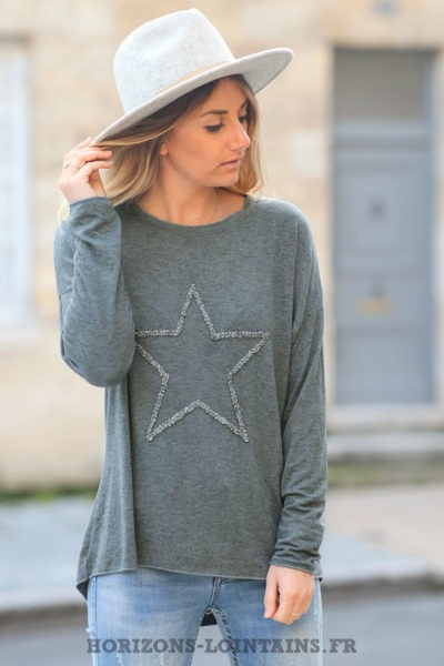 Pull-léger-femme-couleur-gris-avec-étoile-relief-brodée-esprit-bohème-confortable-C230