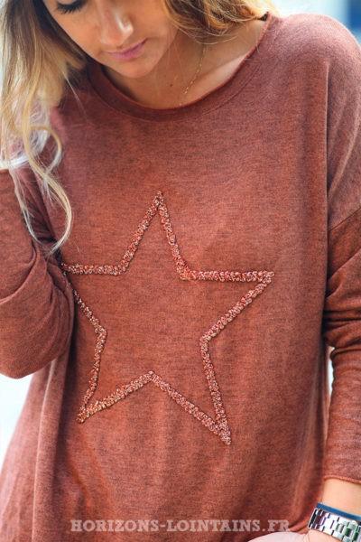 Pull-léger-femme-couleur-terracotta-avec-étoile-relief-brodée-esprit-bohème-confortable-look-C230