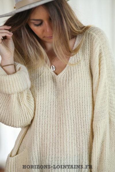 Pull-loose-écru-mohair-avec-poches-vêtement-femme-hiver-C218