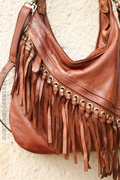 Sac-marron-en-cuir-à-franges-c22