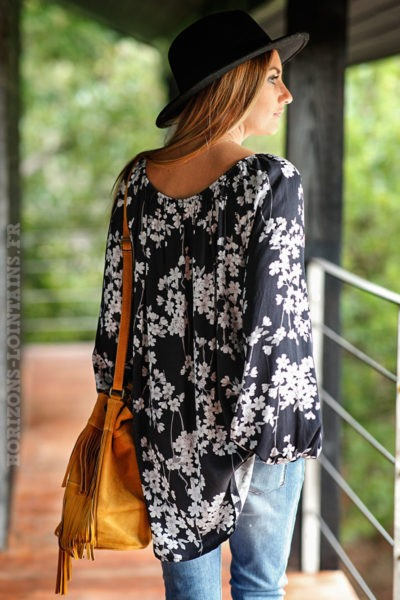 Tunique-noire-imprimé-fleurs-blanches-chemisier-femme-fleuri