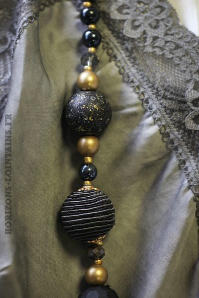Collier gris anthracite boules perles grises dorés sautoir bohème