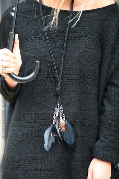 Collier-noir-avec-perles-et-plumes-128