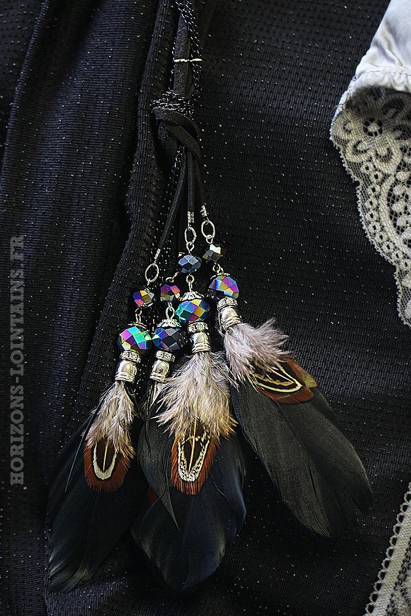 Collier noir perles et plumes look hippie