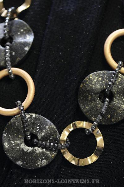 Collier sautoir anneaux dorés perles grises
