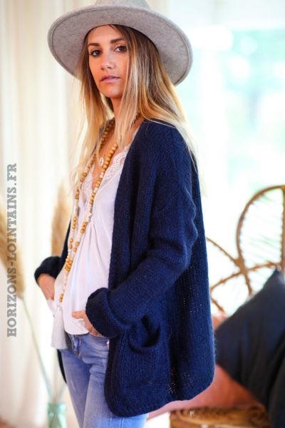 Gilet-bleu-marine-mohair-avec-poches-esprit-bohème-look-hippie-C031