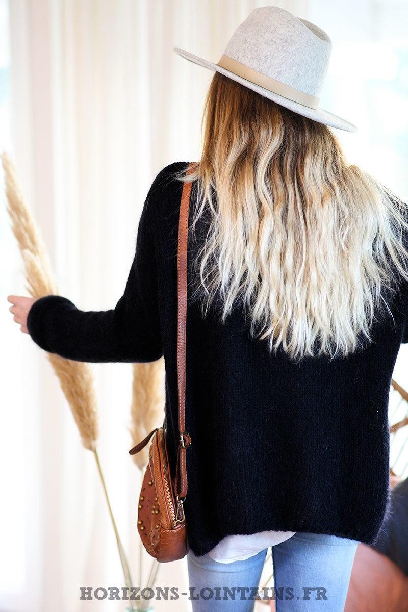 Gilet-noir-mohair-avec-poches-esprit-bohème-look-hippie-C031
