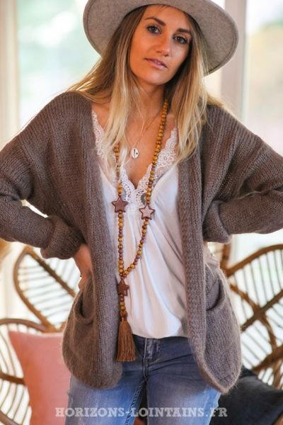 Gilet-taupe-femme-matière-mohair-avec-poches-look-esprit-bohème-hippie