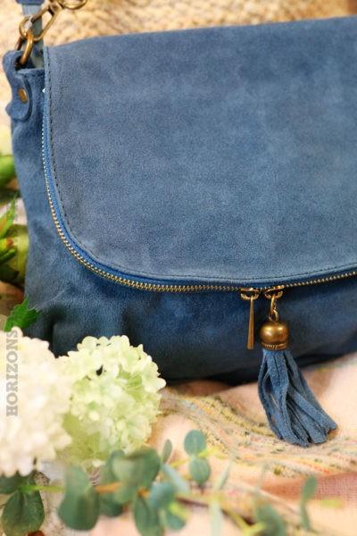 Sac-besace-bleu-jean-rabat-fermeture-cuir-velours