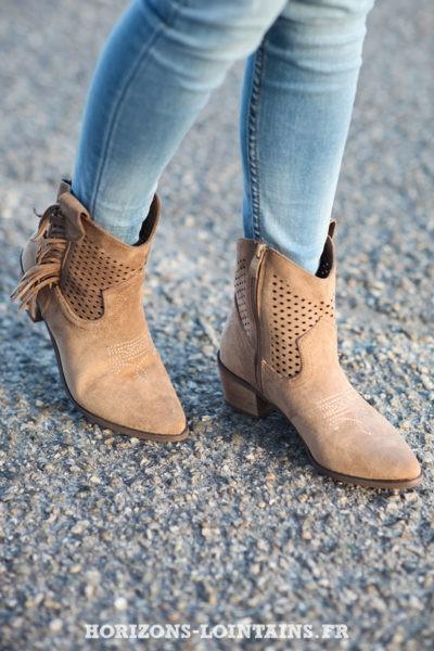 Bottines taupe ajourées avec franges bottes femme esprit bohème look hippie