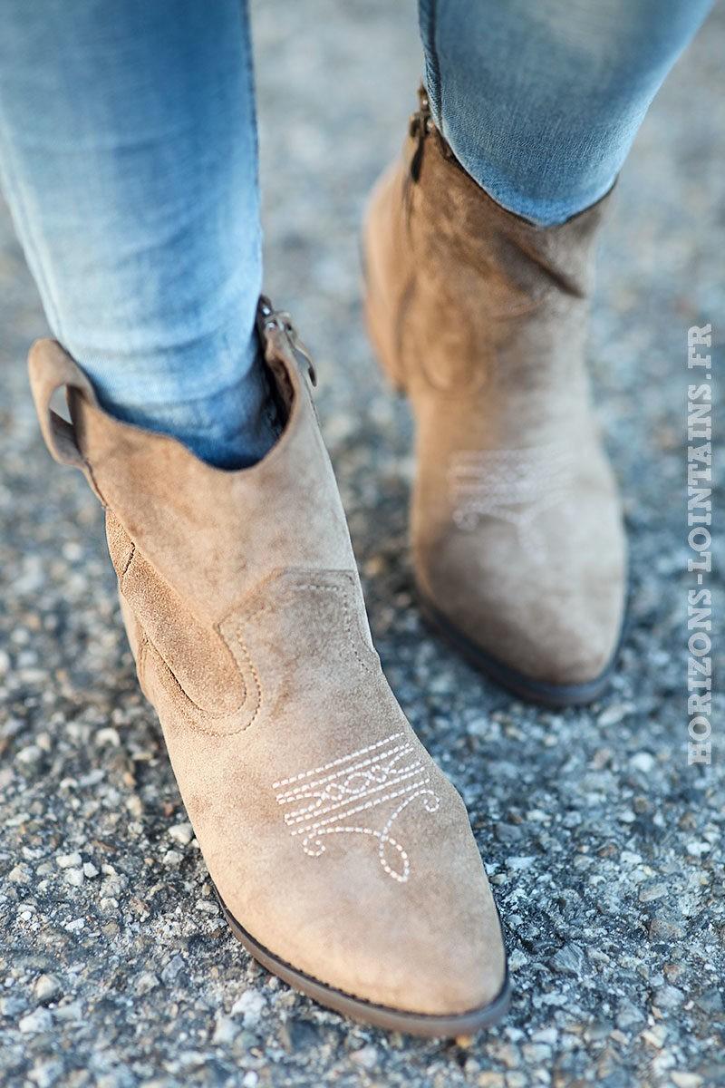 Bottines taupe matière suédine souple bottes femme esprit bohème look hippie