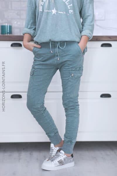 Pantalon cargo vert céladon avec ceinture élastique C034 (1)