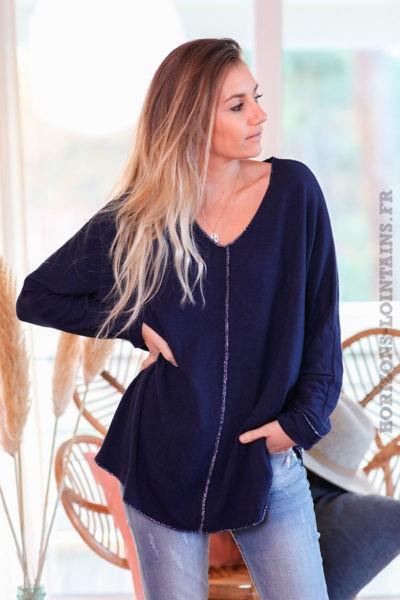 Pull-bleu-marine-col-V-avec-coutures-argentées-c249