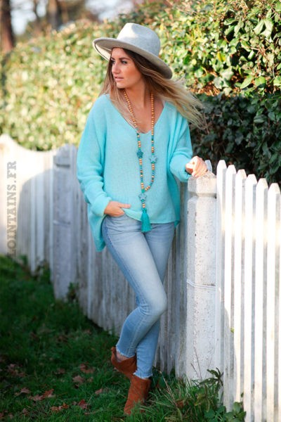 Pull-col-V-turquoise-clair-maille-fine-moelleuse-c252