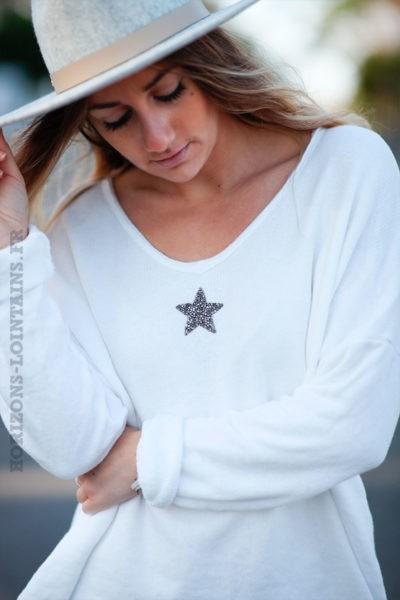 Pull-confort-écru-étoile-strass-argentée-c250