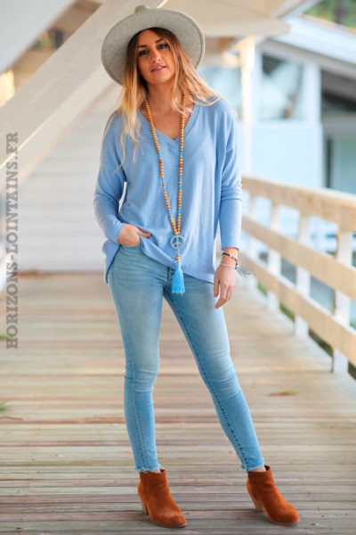 Pull-léger-colV-irise-bleu-ciel-vêtement-femme-moderne-look-hippie-rock-C251-02
