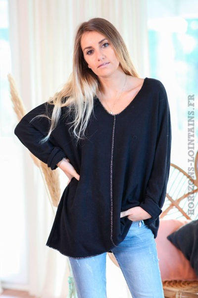 Pull-noir-col-V-avec-coutures-argentées-c249